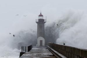 Mais mau tempo, novo administrador na Águas do Porto, as contas da SRU e o Centro de Memória Judaica.